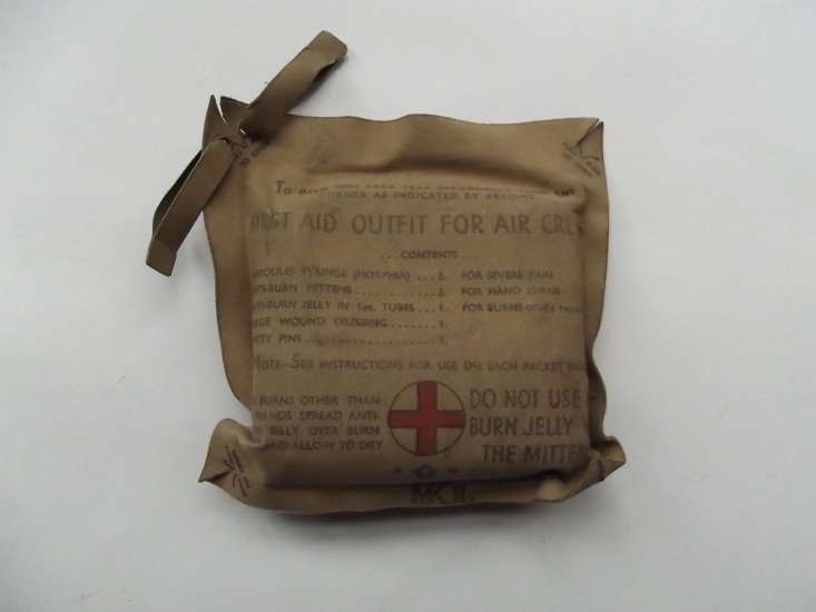 WW2 R A F AIRCREW PERSONNEL FIRST AID KIT - £0 00 : DBG